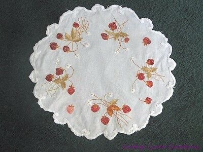 Antique SOCIETY SILK ART EMBROIDERY * Plump STRAWBERRIES * ART NOUVEAU Doily Mat