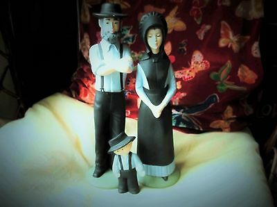 Large Size Handpainted Art Pottery Amish Mum Dad Boy Family Mein Liebling Canada