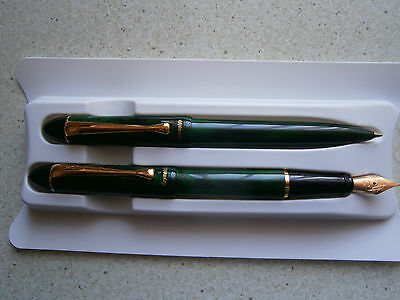 REYNOLDS Accent Marbled Green GT Fountain Pen Set