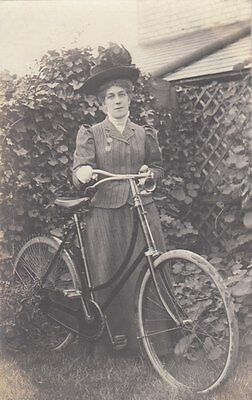 BICYCLE : Lady with a bicycle RP