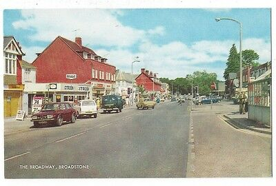 BROADSTONE Dorset, The Broadway, Old Postcard by Salmon Postally Used 1983