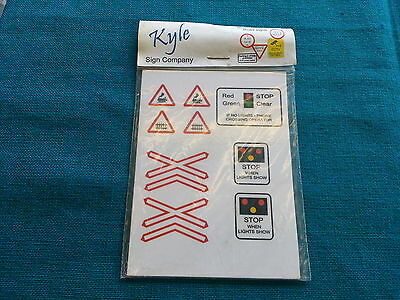 O Gauge kyle modern Road signs level crossing