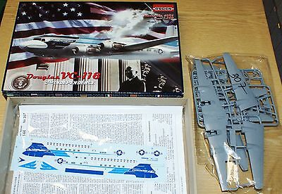 Douglas VC-118 'The Independence' von Roden 1/144