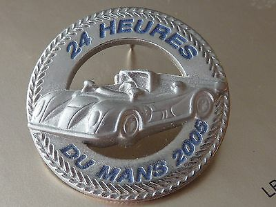 Pin's Pin Badge Car Auto 24 Heures Du Mans  2005  Relief