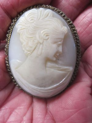 BEAUTIFUL ANTIQUE Vintage GOLD Plated WHITE SHELL CAMEO BROOCH / PENDANT