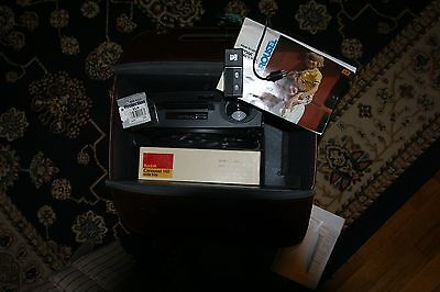 Vintage Kodak Carousel 650H    35mm Slide Projector w/Remote & extra bulb