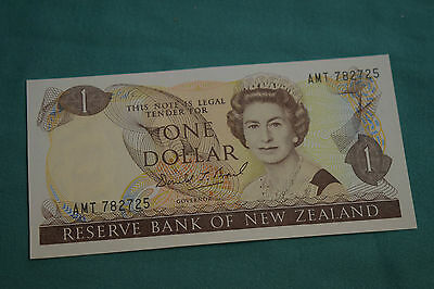 Reserve Bank Of New Zealand One Dollar Banknote in a very clean condition