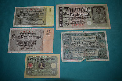 FIVE rough Reichsmark Reichsbanknote - one has Swastika  - oh wow. Dull, Boring.