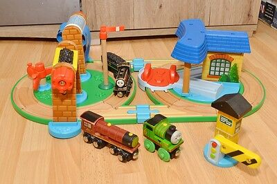 Thomas & Friends Early Engineers Wooden train set, Percy,shed, turntable, Sodor
