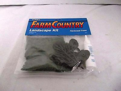 ERTL Farm Country Hardwood Trees Landscape Kit, Model Railroads & Villages