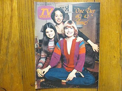 1977 Chicago Tribune TV Week(ONE DAY AT A TIME/MacKENZIE  PHILLIPS/BARNEY MILLER