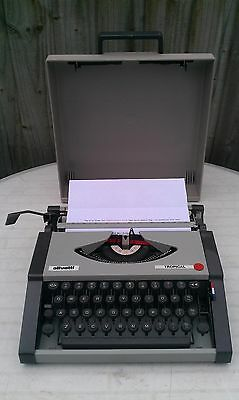 Vintage OLIVETTI  tropical  Portable Typewriter in Fitted Case - EXCELLENT
