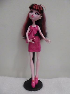 Monster High Doll Draculaura With Stand