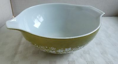 Vintage/retro Pyrex Glass Bowl With Green Daisy Pattern