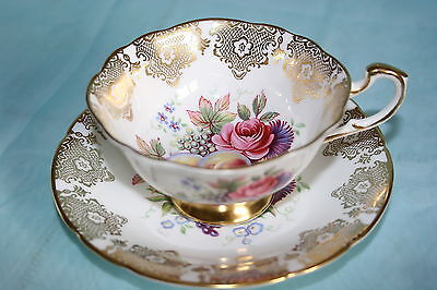 Gorgeous Vint Paragon bone china tea cup saucer-White /Gold w/Pink Roses, Fruits