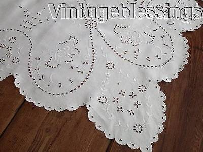 Glorious Broderie Anglaise Eyelet Embroidered White Vintage Linen Tablecloth 67""