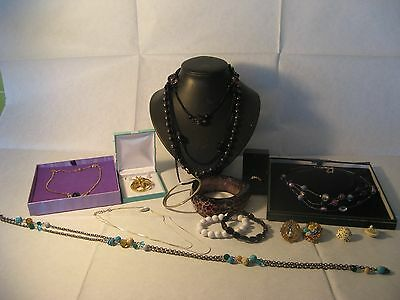 Lovely Lot of Vintage and Modern Jewellery.