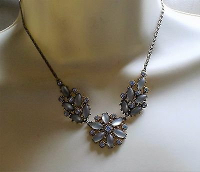 VINTAGE 50s GOLD TONE PALE BLUE OPAQUE GLASS CRYSTAL FLOWER NECKLACE
