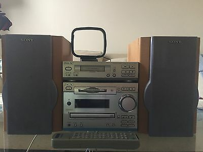 Sony HCD-MD333 mini Hi-Fi system with tape deck and speakers