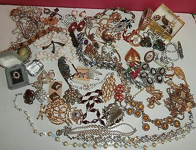 magnificent LARGE LOTvintage  JEWELS .rings/earrings/necklaces/bracelet/brooch +