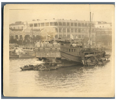 China, Sampans on the river  Vintage silver print Tirage argentique  10x12