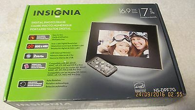 """New Insignia 7"""" Digital Photo Picture Frame"""