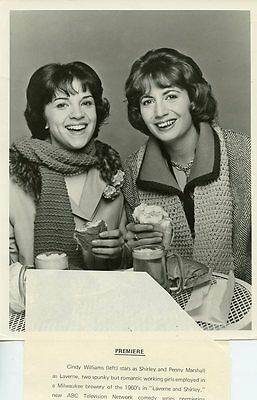 Penny Marshall Cindy Williams Smiling Portrait Laverne And Shirley Abc Tv Photo