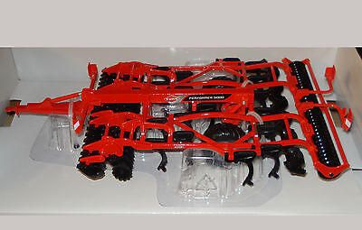 43108A1 1/32 Britains Kuhn Performer 5000 Cultivator + FREE 2017 Catalogue