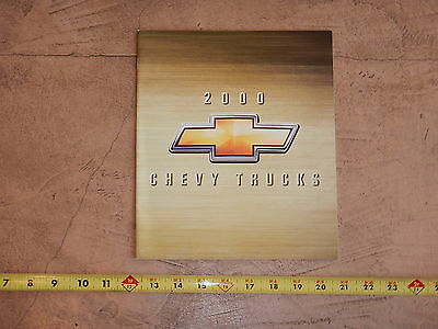 ORIGINAL 2000 CHEVROLET TRUCK AUTOMOBILE DEALER SALES BROCHURE (lot 316)