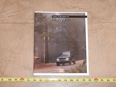ORIGINAL 1998 CHEVROLET BLAZER AUTOMOBILE DEALER SALES BROCHURE (lot 315)