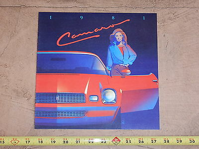 ORIGINAL 1981 CHEVROLET CAMARO AUTOMOBILE DEALER SALES BROCHURE (lot 241)