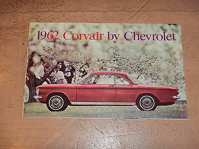 ORIGINAL 1962 CHEVROLET CORVAIR AUTOMOBILE DEALER SALES BROCHURE (lot 183)