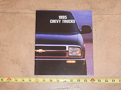 ORIGINAL 1995 CHEVROLET TRUCK AUTOMOBILE DEALER SALES BROCHURE (lot 311)