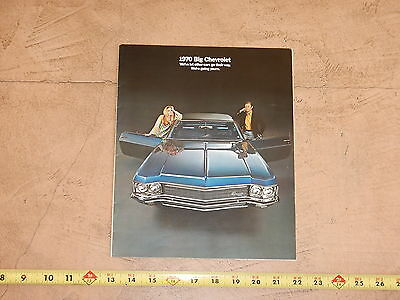 ORIGINAL 1970 CHEVROLET AUTOMOBILE DEALER SALES BROCHURE (lot 321)