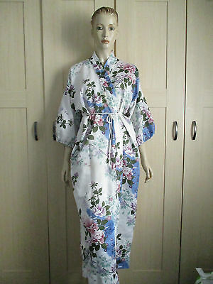 VINTAGE CLOTHING 1940,s ONWARDS LOVELY FLORAL ROBE/DRESSING GOWN MADE IN JAPAN