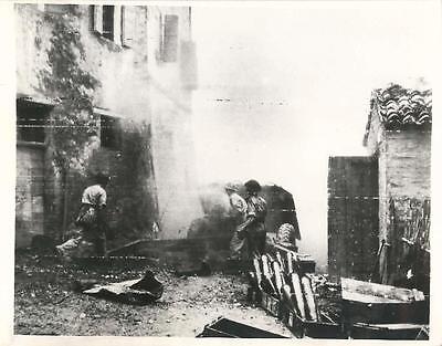 WWII 8th Army Troops in Action with QF-17 Pounder in Gemmano, Italy Press Photo