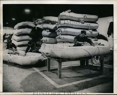 1944 Press Photo Servicemen with rafts at US base somewhere in Britain