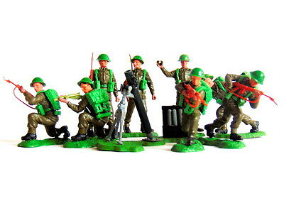 Selection of eight vintage BRITAINS British Infantry Swoppets figures and mortar
