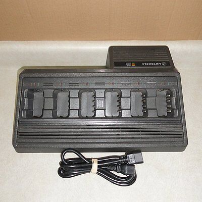 MOTOROLA NTN4668A 6-GANG UNIT CHARGER, 6 Slot Radio Batteries Charging Station