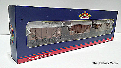 Bachmann 38-185 OO Gauge Set of Plywood Fruit Vans BR Bauxite Weathered