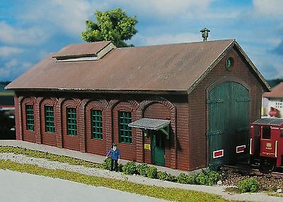 PIKO HO Scale Bergstein Loco Shed Building Kit # 61823  New in box