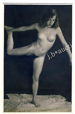 NUDE WOMAN'S MORNING EXERCISES / NACKTER FRÜHSPORT * Vintage 30s Amateur Photo