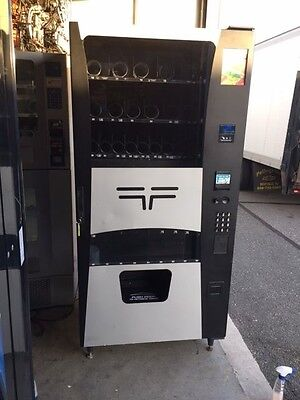 Nice And Clean Futura Combo Vending Machine Snack / Soda Wittern Usi 3548