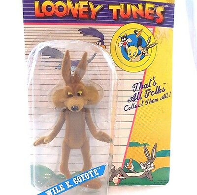 WB Wile E. Coyote MOC Flocked '74  Figure Warner Brothers Looney Tunes Lot Set