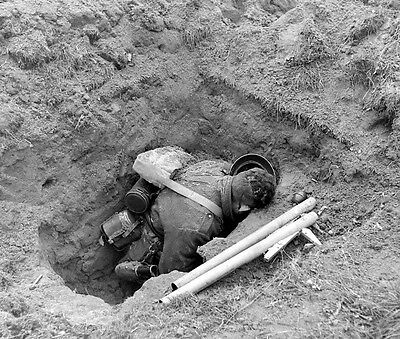 WW2 Photo WWII Deceased German Soldier Panzerfaust  1945  World War Two / 1434