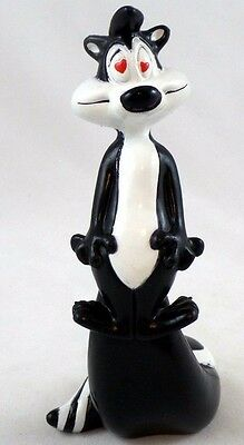 PVC Pepe Le Pew heart eyes Toy Figure Warner Brothers Looney Tunes WB Topper