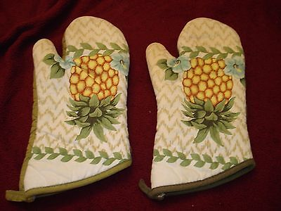 """Pineapple Decor -3 pc Kitchen set Oven Mitts/ Pot Holders Thick 13"""" x 6"""" Avacado"""