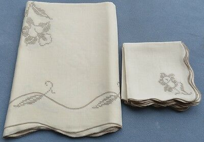 Vintage Embroidered Linen Set, Tablecloth 102 X 68 Inches and 12 Napkins Floral
