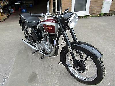 BSA M33 500cc MANUFACTURED 1950s MAKE A GOOD PROJECT NEEDS FINISHING.