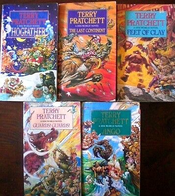5 x TERRY PRATCHETT: JINGO/HOGFATHER/GUARDS etc DISCWORLD SERIES p/bs Bulk Lot